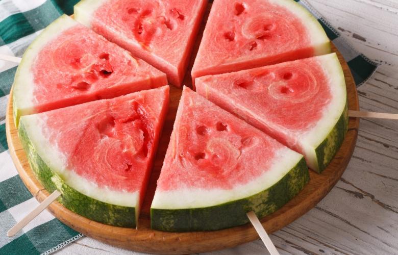 Aşırı sıcaklarda hem susuzluğa hem sağlığa… Su deposu 8 besin